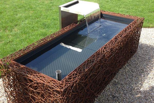 brunnen barca mit drahtmantel conma gartendesign. Black Bedroom Furniture Sets. Home Design Ideas