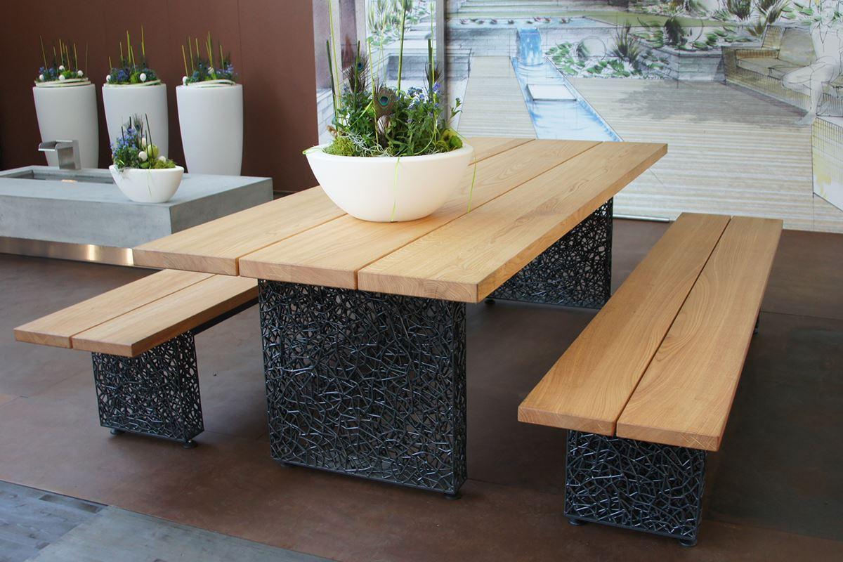 tisch und bank mit drahtfuss conma gartendesign. Black Bedroom Furniture Sets. Home Design Ideas