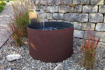 Bild Von Brunnen Barile Mit CNS Wasserschütte